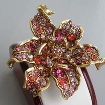 P-1671.  брошь от американского дизайнера KENNETH JAY LANE. Ювелирный сплав с позолотой, кристаллы самого высокого качества от Сваровски. Полностью ручная работа, обьемная форма, брошь смотрится богато и очень стильно! Диаметр-8см.