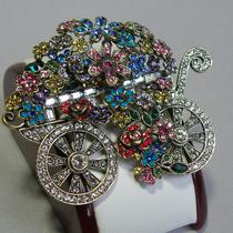 46.Цветочная тележка от Хэйди Даус. Декор австрийскими кристаллами Swarovski, ювелирный сплав. Брошь новая, на все изделия этого дизайнера есть пожизненная гарантия от производителя. Размер 7х6см. Маркирована. Цена-100$