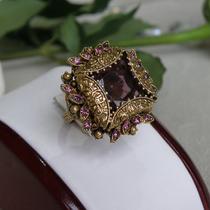 P-1717. Коктейльное винтажное кольцо от Florenza. Камни в украшении аметистового оттенка, ювелирный сплав оттенка античное золото, кольцо регулируется под любой размер. Повтор под заказ!