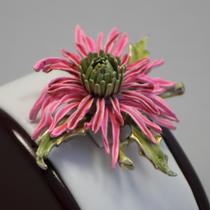 """P-1699.  Винтажная американская брошь """"Хризантема"""" от компании COROCRAFT. Ювелирный сплав с позолотой эмали, маркировка. Диаметр-6см. Цветок выглядит очень реалистично и изысканно."""