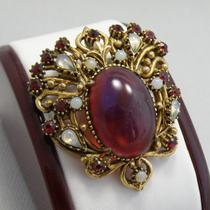 P-1709.Винтажная брошь-кулон с рубиновым крупным кабошоном и опалами от коллекционной марки FLORENZA.