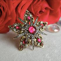 P-1704. Коллекционная брошь от американского винтажного бренда ART . Красные кабошоны, кристаллы, ювелирный сплав оттенка античное золото. Великолепная сохранность, маркировка. Диаметр 5см.