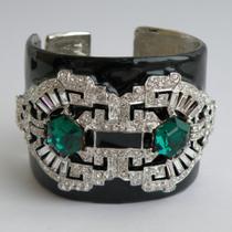 P-1767. Стильный широкий браслет от американского дизайнера KENNETH J LANE , люксовая коллекция Art Deco. Ювелирный сплав с родием, декор эмалью и фиаНитами. Удобно сидит на руке, на падает. Ширина 5см.