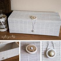 box für allerlei hübsches aus einem geweißten tischset & diversen knöpfen als verschluss... (ohne deko)