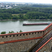 Bratislava | Blick von der «Pressburg» auf's rechte Donau-Ufer.