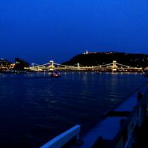 Budapest | Kettenbrücke | Burgpalast, rechts.