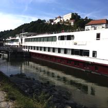 Passau | «MS My Story» | Unser «Zuhause» für die nächsten 7 Tage | «Veste Oberhaus» im Hintergrund.