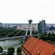 Bratislava | Blick vom Burgberg | «Brücke des Slowakischen Nationalaufstandes».
