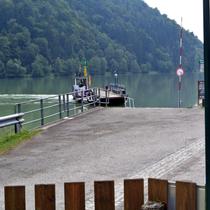 Egerhartszell |  Eine der vielen Fähren über die Donau.