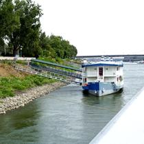 Bratislava | Blick auf die Fähre «hinter uns».