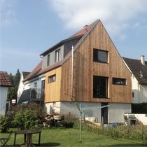 Umbau, Anbau und energetische Sanierung Einfamilienhaus in Winterbach | Fertigstellung Fassade Holzanbau