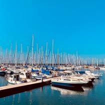 Blick von unserem Hausboot auf den Hafen Marina di St. Elmo