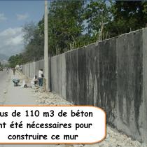 Le mur côté rue au départ des bénévols