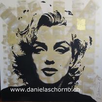 Bild von Daniela Schorno: Marilyn Monroe im Pullover in Gold 100 x 100