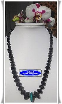 Edelstein-Ketten und Glasperlenketten in verschieden Größen