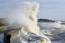 vagues ; mer déchainée, : tempête :
