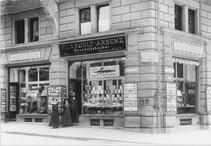 Um 1910 an der Bahnhofstrasse 66  mit schöner SWAN-Werbung