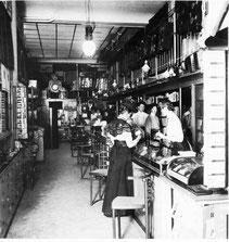 """Laden-Inneres an der """"Freie Strasse 43"""" in Basel (vor 1914)"""