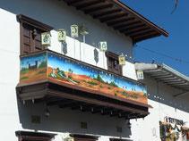 Hermoso balcón de una calle en el municipio de Zapatoca