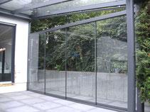 Seitenwand mit Glas-Schiebetüten