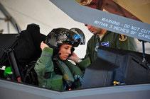 Christine Mau prima donna abilitata sull' F-35.