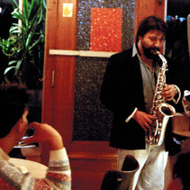 "Luciano Pagliarini mit Saxophon im ""Café bei de Jhangen""/Esch-sur-Alzette (Luxemburg)"