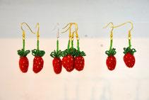 Erdbeer Ohrhänger aus gefilzten Erdbeeren und Glasperlen