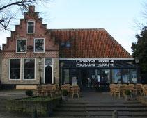 """<img src=""""image.jpg"""" alt=""""De ingang van de Bioscoop in Den Burg op Texel."""">"""