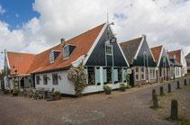 "<imd src=""image.jpg"" alt=""Pleintje in Oosterend op Texel."">"