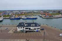 """<img src=""""image.jpg"""" alt=""""Haven van Oudeschild op Texel vanuit de lucht."""">"""