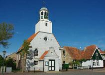 """<img src=""""image.jpg"""" alt=""""Centrum van De Koog op Texel met Kerk en pastorie."""">"""