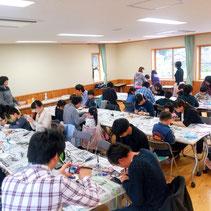 鶴岡市大山、鶴岡市自然学習交流館「ほとりあ」で開催された出張体験教室の様子です