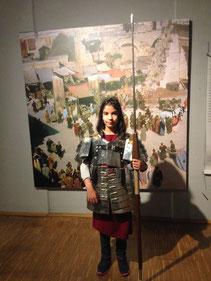 Anprobe einer römischen Rüstung