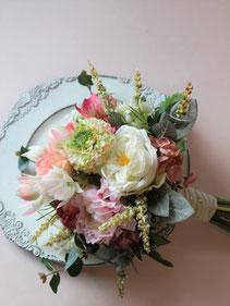 アートフラワー造花の結婚式用ウェディングブーケは海外挙式や前撮りにも人気です