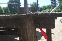Sicherheitstechnische Überprüfung eines Spielplatzes bei der Ausbildung von Spielplatzprüfern