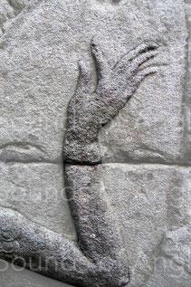 Une sculpture délicate soucieuse de montrer la beauté du geste plutôt que les cordes. Banteay Chhmar.