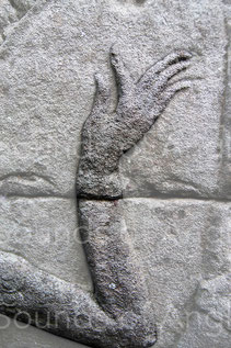 A delicate sculpture anxious to show the beauty of the gesture rather than the strings. Banteay Chhmar.