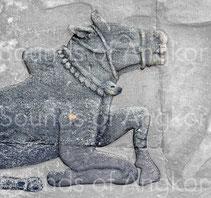Grelottière bovine avec gros grelot central. Bayon. Fin XIIe - Début XIIIe s.
