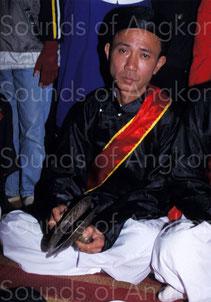 Cymbales en alliage de cuivre de même type que celles de la photo ci-contre. Vietnam.