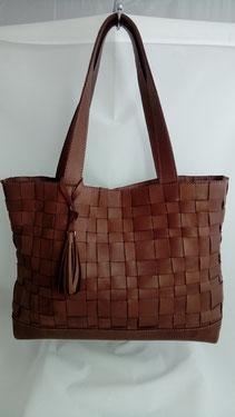 sac cabas en cuir tressé fait-main par un artisan maroquinier français