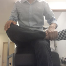 腰痛に悩む奈良県広陵町の男性