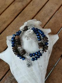 Mala Armband Armkette Kette Esha mit dunkelblauen facettierten Acrylperlen, dunkelbraunen Kokosrondellen, Metallperlen und 2 kleinen Katzenanhängern, zweisträngig