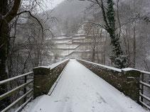 Winterbrücke im Ahrtal