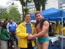 荻野会長(左)ケニーオメガ(右)