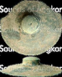 Cymbales en bronze provenant de Banteay Chhmar. Coll. Vat Reach Bo, Siem Reap. Datation inconnue.