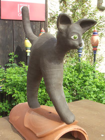 keramischer Dachreiter als Katze