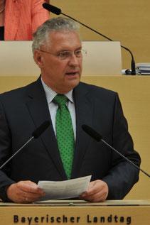 """Innenminister Joachim Herrmann lässt den Lärmschutz prüfen - Foto: Wikimedia Commons; © """"Ailura"""", Lizenz: CC BY-SA 3.0 DE"""