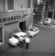 L'ingrosso a Piazza Mattei dei Sermoneta in una foto d'epoca