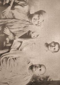 Brahmananada (gauche) Ramakrishnananda (droite)