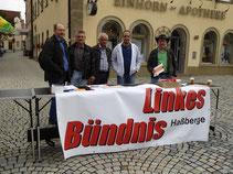 Grüne, ÖDP, Linksbündnis, DGB und KAB suchten das Gespräch mit zahlreichen interessierten Bürgern am Haßfurter Marktplatz.